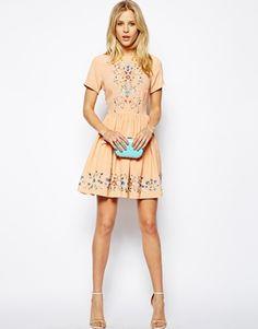 Короткое приталенное платье с цветочной вышивкой ASOSPremium