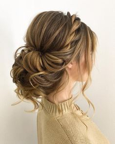 Twisted wedding updos for medium length hair,wedding updos,updo hairstyles,prom hairstyles #updos #hairstyles #bridehair #weddinghairstyles #hairstylesshoes #weddingdayhair