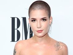 Halsey Shaved Her Head & Still Looks So Stunning — Love Or Loathe Her New Look? Halsey's Shaved Head Halsey Short Hair, Short Sassy Hair, Short Hair Styles, Shaved Head Women, Girls With Shaved Heads, Shaved Head Girl, Buzzed Hair Women, Buzz Cut Women, Short Hair