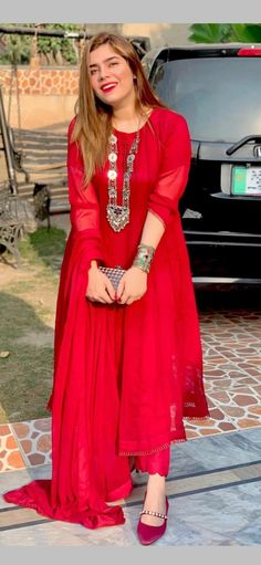 Colorful Prom Dresses, Stylish Dresses For Girls, Simple Dresses, Nice Dresses, Simple Pakistani Dresses, Pakistani Fashion Casual, Pakistani Dress Design, Long Dress Fashion, Indian Fashion Dresses