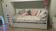 Flaxa bed with second bed underneath