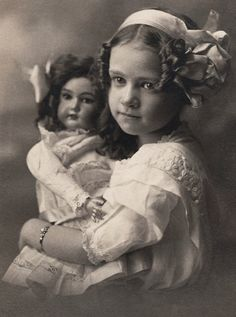 MY DOLLY & ME~Blonde girl with brunette doll