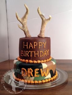 Hunting Birthday Cake Share with your budies :) Hunting Birthday Cakes, Camo Birthday, Happy Birthday Cakes, Birthday Ideas, 14th Birthday, Birthday Parties, Fancy Cakes, Cute Cakes, Beautiful Cakes
