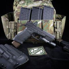 New @firstspear and @skdtactical plate carrier. #glock #glock17 #ar15 #hexmag #firstspear #ravenconcealment #bobafett #mandalorian #starwars #surefire #trijicon #blueforcegear #multicam #tarantactical #talongrips #atei #gun #gunporn #firearms #firearmsphotography #2a #igmilitia #gunporn #gunchannels #firearm #pewpew @ravenconcealment @spartanvillage @hexmag @talongrips @ateiguns #edc #everydaycarry