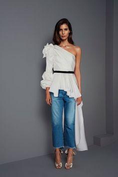 Johanna Ortiz Fall 2017 Ready-to-Wear Fashion Show Collection: See the complete Johanna Ortiz Fall 2017 Ready-to-Wear collection. Look 30 Fashion Week Paris, Fashion 2017, Love Fashion, Fashion Show, Fashion Looks, Fashion Outfits, Womens Fashion, Fashion Design, Fashion Trends
