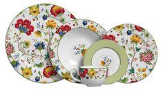 Pratos de cerâmica decorados.