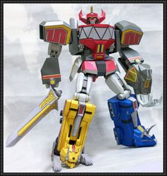This robot paper model is a transformable Megazord (retroactively refered to as the Dino Megazord), the combination of the five Dinozords: Tyrannosaurus, P