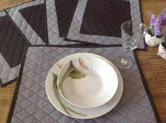 Jogo americano patchwork,estruturado com manta r2 tecido 100% algodão.... Super chique para receber seus convidados e dar um ar elegante a sua mesa.