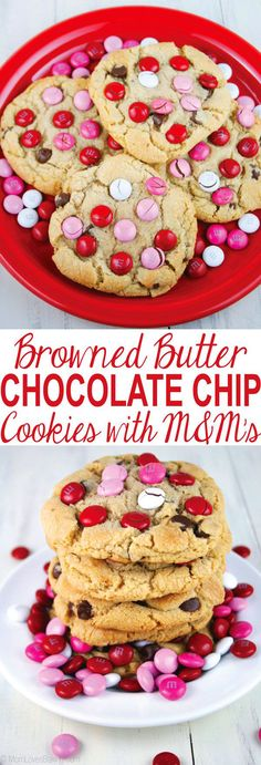 Browned Butter Chocolate Chip Cookies with M&M's are soft and chewy with a wonderful browned butter flavor. Have you ever tried Browned Butter Chocolate Chip Cookies? No Bake Cookies, Giant Cookies, Sugar Cookies, Giant Cookie Recipes, Yummy Treats, Delicious Desserts, Butter Chocolate Chip Cookies, Valentines Day Cookies, Mini Desserts