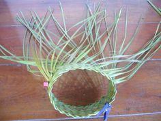 P1210362 Card Weaving, Weaving Art, Basket Weaving, Weaving Designs, Weaving Patterns, Handmade Headbands, Handmade Crafts, Handmade Rugs, Flax Flowers