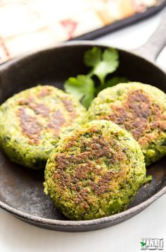 Hara Bhara Kebab made with Spinach, Green Peas and Potato. Full of greens, delicious & vegan!