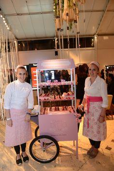Carrinho da Carol Dii Dio Patisserie Mobile Food Cart, Food Cart Design, Bike Food, Food Kiosk, Ice Cream Cart, Candy Cart, Party Sweets, Cupcake Shops, Donuts