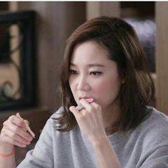 Gong Hyo Jin starring in Producer Kim Min Hee, Gong Hyo Jin, Short Film Festivals, Kim Woo Bin, Dark Makeup, Comic Styles, Korean Star, Pop Singers, Korean Celebrities