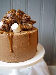 Chocolate Caramel Rocky Road Layer Cake #chocolatecake #cake
