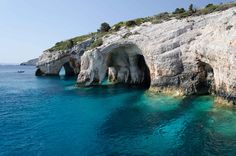 Grécia, Navagio Beach ou Praia do Naufrágio -Cavernas Azuis de Volimes. Os paraísos gregos estão dentro da ilha de Zakynthos