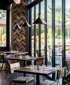 London-based architectural studio Michaelis Boyd has realised their first project in Dubai: Pots Pans & Boards - a new restaurant concept from. Eclectic Restaurant, Industrial Restaurant, Luxury Restaurant, Restaurant Concept, Cafe Restaurant, Loft Interior, Restaurant Interior Design, Best Interior Design, Luxury Interior