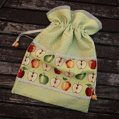 Excited to share the latest addition to my #etsy shop: APPLE TIME bag http://etsy.me/2nYrqJw #bagsandpurses #green #bag #food #snacks #apple #kitchen #lunch #handmade #forsale #bag
