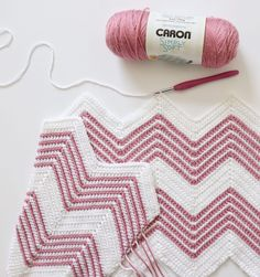 I love when a small variation can freshen up an old pattern! For this blanket I used our regular single crochet blanket pattern, but I decided to experiment working in the front loop only and I love the lines it makes across the rows! Chevron Baby Blankets, Chevron Blanket, Baby Blanket Crochet, Crochet Baby, Free Crochet, Baby Afghans, Crochet Blankets, Easy Crochet, Chevron Crochet