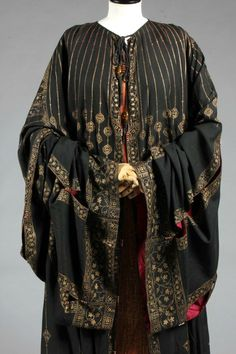 A fine and rare Mariano Fortuny stencilled orientalist black silk evening coat, circa 1910-20 3