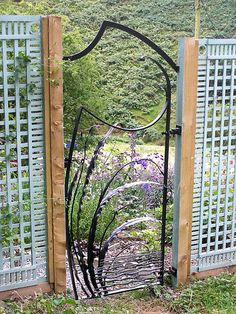 Leaf Gate with Overthrow