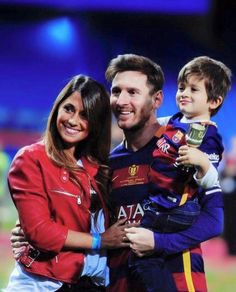 Lionel Messi of Barcelona celebrates with his wife Antonella Roccuzzo and children after winning the Copa del Rey Final between… Messi And His Wife, Old Boys, Lionel Messi Family, Cr7 Junior, Lional Messi, Antonella Roccuzzo, Leo, Lionel Messi Wallpapers, Argentina National Team
