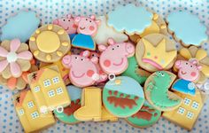Peppa Pig decorated cookies Tortas Peppa Pig, Bolo Da Peppa Pig, Fiestas Peppa Pig, Peppa Pig Cookie, Cumple Peppa Pig, Pig Birthday Cakes, 3rd Birthday Parties, Birthday Celebrations, 2nd Birthday