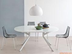 738 | Tavolo esteso in metallo con piano in vetro serigrafato bianco opale e allunga in laminato bianco ottico opaco, struttura/gambe in acc...