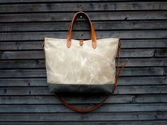 Waxed canvas bag / carry all with leather por treesizeverse 46cm wide,30cm tall and 10cm deep at the bottem