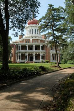 My favorite of all of the antebellum mansions in Natchez! The magnificent Longwood Mansion located in Natchez, Mississippi was constructed in 1860 by Haller Nutt, a wealthy Louisiana planter. Southern Plantation Homes, Southern Mansions, Southern Plantations, Southern Homes, Southern Charm, Southern Living, Abandoned Houses, Old Houses, Victorian Houses