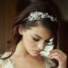 The Lillian Bridal Headband is exquisite and has been intricately designed with a luxurious combination of ivory pearls and clear crystals on a fine silver plated finish. Design size-width 17cm x height  5.5cm.  This piece is beautifully presented in Roman