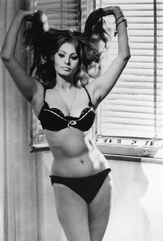 Sophia Loren in a sexy black bra and panties the film Yesterday, Today, and Tomorrow in Carlo Ponti, Vintage Hollywood, Classic Hollywood, Hollywood Star, Loren Sofia, Sophia Loren Images, Sophia Loren Style, Jolie Lingerie, Italian Actress