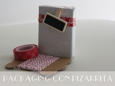 Little Hannah: Un packaging rojo con mini pizarrita