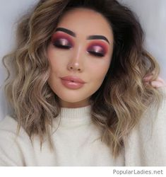Curly hair and a glossy makeup