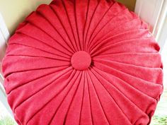 how to make a round pintuck pillow