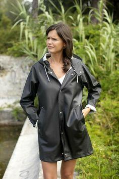 Black Raincoat, Raincoat Jacket, Pvc Raincoat, Plastic Raincoat, Black Rain Jacket, Rubber Raincoats, Rainy Day Fashion, Yellow Coat, Raincoats For Women