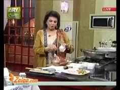 Spicy Roast Chicken And Gajar Ka Halwa by Beloved Chef Sara Riaz. Chef Sara Riaz was really a loving lady, decent person and a good chef. Spicy Roast Chicken, Roasted Chicken, Gajar Ka Halwa, Cooking Recipes In Urdu, Best Chef, Indian, Baked Chicken, Rotisserie Chicken, Fried Chicken