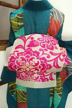 shimaiya:  銀とオペラピンクのアラベスク美しい単帯 - アンティーク着物/リサイクル着物のオンラインショップ ■□姉妹屋□■  渋みのある銀にオペラピンクで浮かび上がるアラベスク美しい単帯です。