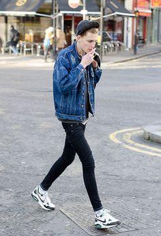 2016年秋冬「デニムジャケット」 Gジャン コーデ メンズの着こなし 海外スナップ - NAVER まとめ