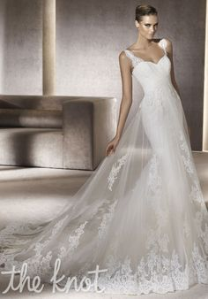 Not like I'd be needing this anytime soon -- or ever -- but this is really beautiful!! Pronovias: Petunia