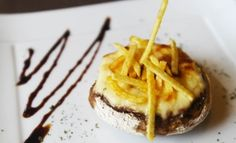 El equipo de cocina del restaurante malagueño Bienmesabe comparte con Gastronosfera una receta fácil y deliciosa: champiñones rellenos de langostinos.