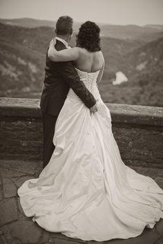 by JenzFlare People- und Hochzeitsfotograf Saarbrücken, Germany #wedding #bride #dress #tuxedo #Cloef #Saarschleife Wedding Pictures, Wedding Dresses, People, Fashion, Newlyweds, Nice Asses, Bride Dresses, Moda, Bridal Gowns