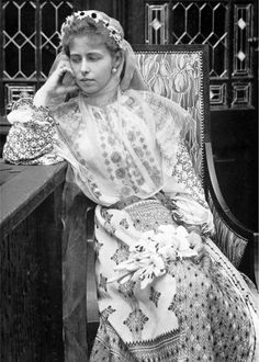 Queen Maria in a Romanian folk costume Princess Victoria, Queen Victoria, Folk Costume, Costumes, Romanian Royal Family, Maud Of Wales, Alexandra Feodorovna, Princess Alexandra, Casa Real