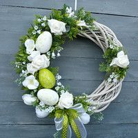 Spring Wreath in white-green 2 / Goods Seller Moana floristry, Spring wreath in white-green 2 / Seller's item Moana floristry Willow Wreath, Grapevine Wreath, Diy Osterschmuck, Diy Fall Wreath, Diy Ostern, Diy Easter Decorations, Egg Decorating, Easter Wreaths, Easter Crafts