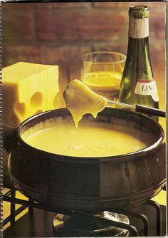 Fondue parties all the time! 1970s Food, Retro Food, Retro Recipes, Vintage Recipes, 1970s Party, Nostalgia 70s, Lemon Jello, Fondue Party, Vintage Cooking