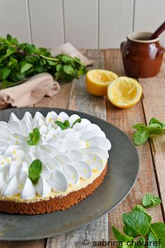 Lemon tart meringuea speculoos easy - my sweets Beaux Desserts, No Cook Desserts, Delicious Desserts, Dessert Recipes, Tart Recipes, Sweet Recipes, Yummy Treats, Sweet Treats, Desserts With Biscuits