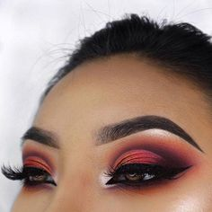"77.1k Likes, 255 Comments - Morphe (@morphebrushes) on Instagram: ""This blazing, ombre cut-crease has us shook. ☄️ @kaseygarces is blending the rules, with the 39A:…"""