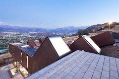 Casa contêiner se integra à paisagem dos Andes
