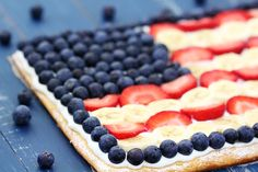 Flag Fruit Pizza {Gimme Some Oven}