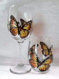 Monarch Butterfly Hand Painted Wine Glass Set by PaintFromScratch Wine Glass Crafts, Wine Glass Set, Wine Bottle Crafts, Glass Bottles, Wine Bottles, Decorated Wine Glasses, Hand Painted Wine Glasses, Decorated Bottles, Painted Bottles