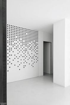 A backlit glass wall at the entry incorporates a pattern inspired by I Balocchi, Davide Mercatelli and Paolo Petrizzetti's 1978 sink fittings. Acoustic Wall, Acoustic Panels, Lounge Design, Grill Design, Indian Bedroom Decor, Cnc Cutting Design, Modern Office Design, Workspace Design, Metal Panels